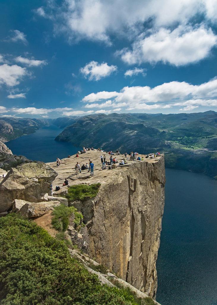 800px-Preikestolen_Norge
