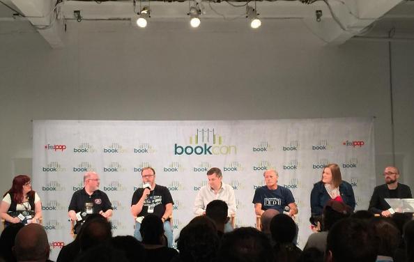 Na zdjęciu od lewej: moderatorka panelu z ramienia Lucasfilm Jennifer Heddle, Tim Zahn, Chuck Wendig, Charles Soule, James Luceno, E.K. Johnston, Kieron Gillen