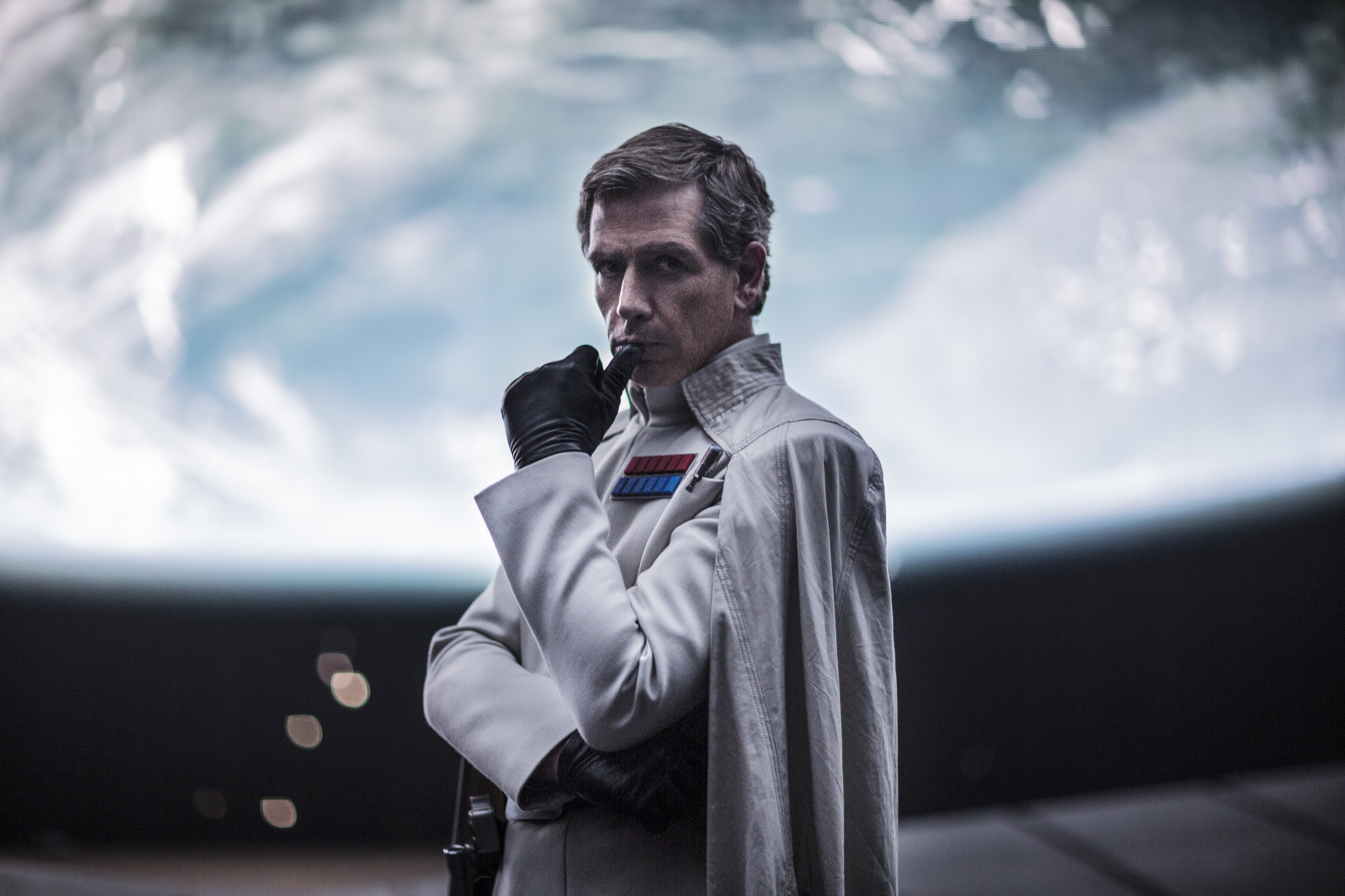 ben-mendelsohn-as-orson-krennic-in-rogue-one-a-star-wars-story
