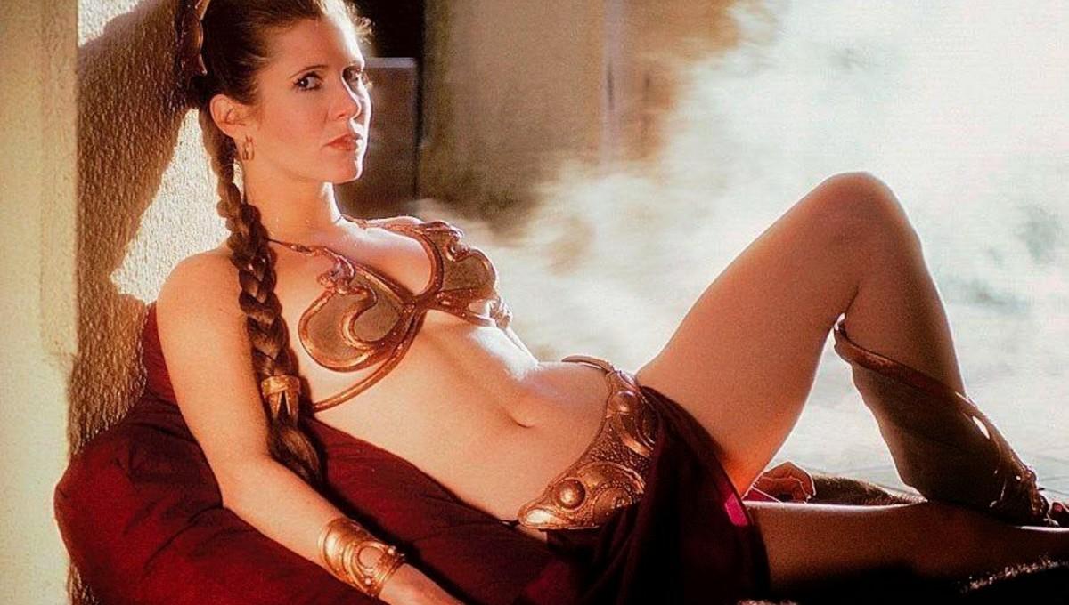 """b98eeea5bff8dd Nawet ci, którzy nigdy nie oglądali """"Gwiezdnych Wojen""""(skąd się tacy  biorą?!), potrafią skojarzyć ten kultowy kostium, który nosiła Carrie  Fisher w Powrocie ..."""